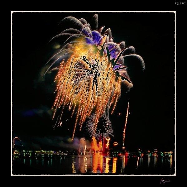 322263_2012-08-05_fognin_firework_p7d_hdr3_1680